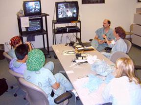 جلسه توجیهی پس از عمل بر روی بیمار روباتی