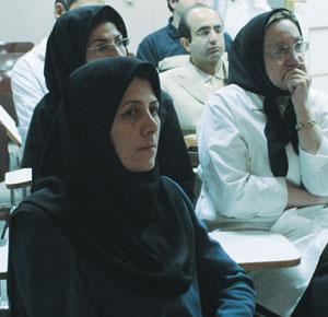 خانم دکتر کتایون نجفیزاده ،فوق تخصص بیماریهای ریه-سمت چپ