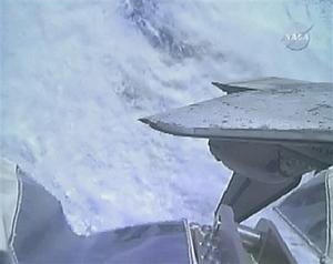 دیسکاوری درحال پهلوگرفتن در ایستگاه فضایی