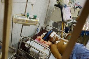 یک بیمار مبتلا به آنفلوآنزای مرغی در ویتنام /Dung Vo Trung/dung vo trung / politika/Corbis