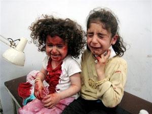 دو دختر اهل کرکوک که د رحادثه مذکور مجروح شدند. عکس و فیلم آنها امروز خبر اول رسانههای جهانی بود