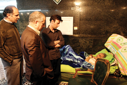 آقا پرویز پدر خانم پروین روزهای آخر زندگیاش را توی حسینیه ویلا بود. او پس از تهیة این گزارش درگذشت.