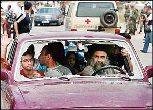 خروج فلسطینیها از اردوگاه با هر وسیلهای