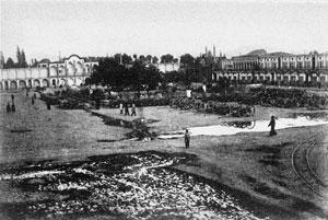 میدان توپخانه- در دوره قاجاریه؛ این میدان اقامتگاه توپچیان و زنبورکچیان سپاه قاجار بود