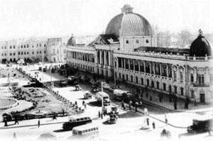 میدان توپخانه- 1324؛ ظاهر مدرن و سیمای امروزیش هیچ شباهتی به اقامتگاه قشون قجر ندارد