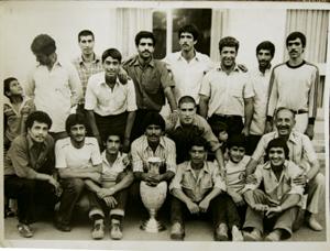 علی مانگا در تیم افشین قهرمان باشگاههای تهران ( 35 سال پیش) مرتضی احمدی حامی تیم را در سمت راست میبینید.