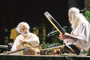 بداهه نوازی محمدرضا لطفی و محمد قوی حلم بر صحنه کاخ نیاوران