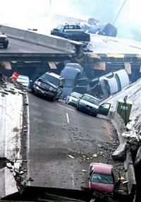 گفته می شود 50 تا 100 اتومبیل هنگام حادثه روی پل بوده اند