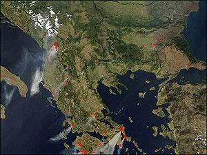 نقاط قرمز رنگ محل آتشسوزی را مشخص میکنند