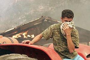 دولت یونان این احتمال را بررسی میکند که آیا آتشسوزیهای  کار گروههای تروریستی بوده است یا نه.