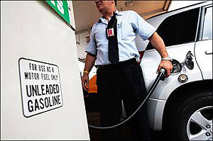 US energy bill puts brakes on fuel-guzzling vehicles