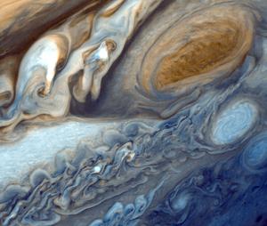 نمای نزدیک لکه بزرگ قرمز روی مشتری از دید فضاپیمای وویجر