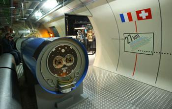 ماکتی از برخورد دهنده هادرون در مرز فرانسه و سوئیس