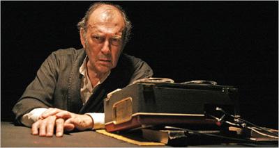 هارولد پینتر در نقش کراپ در نمایش آخرین نوار کراپ نوشته ساموئل بکت