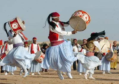 رقصندگان تونسی در اففتاحیه جشنواره
