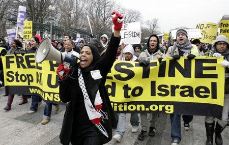 Demonstrators protest during a pro-Palestinian rally outside the White House in Washington, DC on January 10, 2009.
