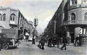 یکی از اولین چراغ های راهنمایی نسل جدید که در خیابان لاله زار نصب شده بود