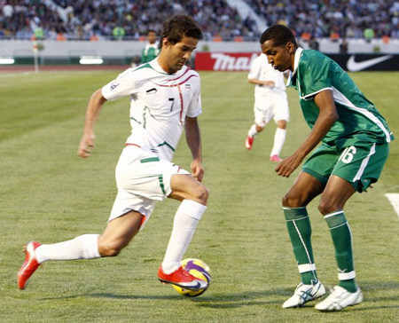 Iran's Masoud Soleimani Shojaei (L) fights for the ball with Saudi Arabia's Al- Zori Abdolla during their 2010 World Cup Asia qualifying soccer match at Azadi stadium in Tehran March 28, 2009
