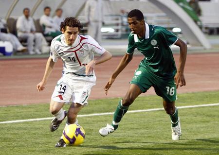 Iran's Mohammadreza Khalabari (L) fights for the ball with Saudi Arabia's Al-Zori Abdulla during their 2010 World Cup qualifying soccer match at Azadi stadium in Tehran March 28, 2009