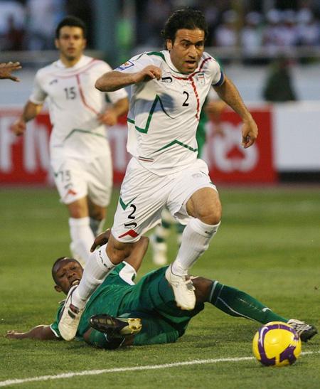 Iran's Mehdi Mahdavikia (R) and Gholamreza Rezaei (back) battle for the ball with Saudi Arabia's Osama al Harbi during their Asian zone World Cup 2010 qualifying football match at Tehran's Azadi stadium on March 28, 2009
