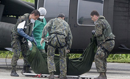 Members of the Brazilian Air Force carry the body of a victim of the Air France Flight 447 that went missing en route from Rio to Paris, at a base in Fernando de Noronha island June 9, 2009.