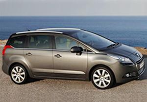 El Peugeot 5008 conserva la imagen rasgada al frente. El monovolumen se presentará oficialmente en el Salón de Frankfurt 2009