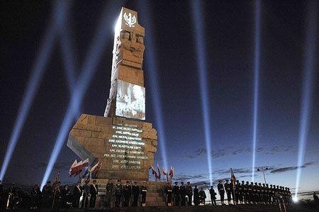Soldiers stand guard by the monument of World War Two at Westerplatte, outside of Gdansk September 1, 2009.