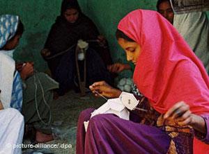 یکی از کارگاههای توپدوزی در پاکستان