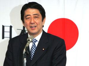 شینزو آبه، دبیر کابینه ژاپن