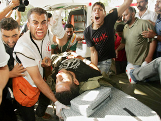 رویترز: امروزشنبه (هفتم مرداد) 9 فلسطینی در  شمال غزه به دنبال حملات اسرائیلی ها کشته شدند. در بین قربانیان یک کودک نیز بود. حملات امروز 30  مجروح هم به جا گذاشت